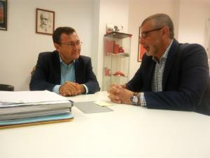 José Manuel Serrato y Miguel Ángel Heredia charlando tras la rueda de prensa